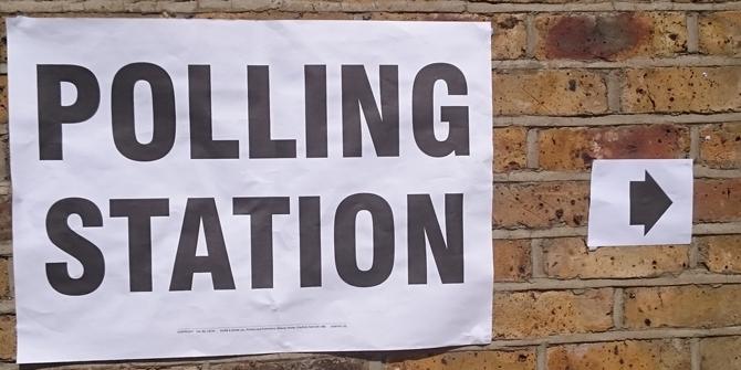 lokal wyborczy UK napis
